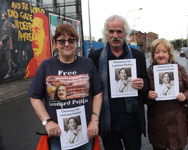 Peltier 2016 – Activists Bríd Keenan and Maureen McGuinness with muralist Danny Devenny