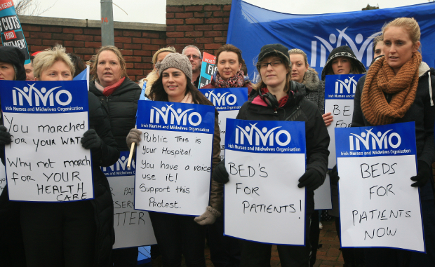 Nurses protest over overcrowding