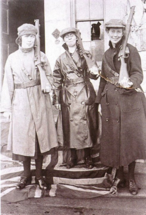 Armed Cumman na mBan ladies