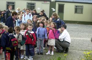 Páistí ar scoil/Children at school