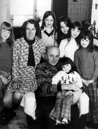 Joe and Annie with their six daughters