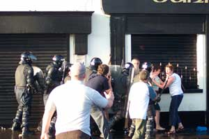 PSNI attack and corral nationalist residents in Ardoyne