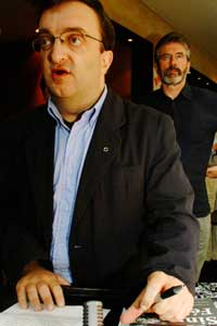 Dublin republican Mícheál Mac Donncha agus Sinn Féin President Gerry Adams