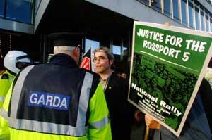 Gardaí confront protestors in Dublin