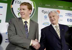 Steve Staunton agus Bobby Robinson