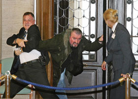 Stormont security staff struggle with convicted loyalist killer Michael Stone