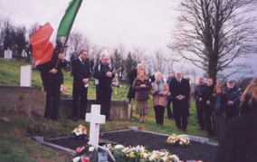 Graveside Tribute:  (L to R) Cllr. Seán Conlon, Barry Deeney, Thomas McSkeane (Piper), Cllr. Pádraigín Uí Mhurchadha, Bernadette O'Hagan and Caoimhghín Ó Caoláin TD