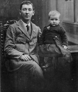 Peadar Kearney with his son Pearse in 1917