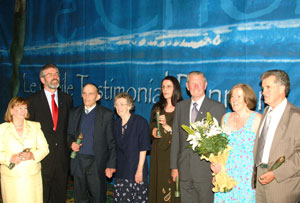 Gerry Adams with Le Chéile 2004 honourees