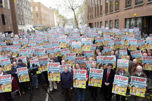 Irish famers send a clear message to Mandelson outside the EU Commission office in Dublin