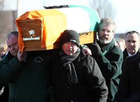 Gerry Adams carrying the coffin of Frank McGreevy