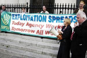 Larry O'Toole addresses SIPTU rally at Dublin City Hall in support of Sinn Féin motion