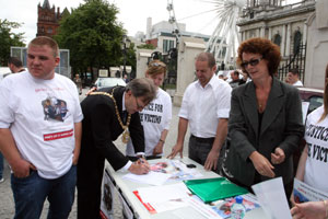 Signing a petition at Belfast City Hall last Monday in support of a campaign headed by the families of Harry Holland, John Mongan and Frank 'Bap' McGreevey all murdered recently by anti-community gangs in West Belfast. A rally demanded justice for people