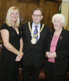 Councillor Tom Hartley and the grand-daughter of Tomás Mac Curtain, Fionnula Mac Curtáin (left) and Mai Mac Curtáin daughter in law of Tomás Mac Curtain