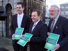 REPORT: Sinn Féin's Pearse Doherty, Pádraig Mac Lochlainn and Martin Ferris at the gates of Leinster House