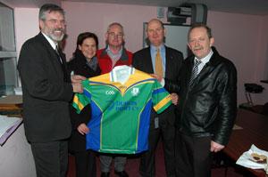• Gerry Adams, Dublin MEP Mary Lou McDonald, Club Chairperson Eugene White, Cllr Daithí Doolan and Club manager Shay Connolly