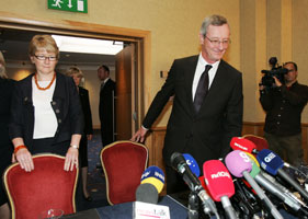 Justice Seán Ryan Chairperson of the Commission to Inquire into Child Abuse presenting the report to the media