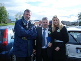 Plenty of reasons for contentment Gerry Adams, Henry Cremin and Toiréasa Ferris in Cork