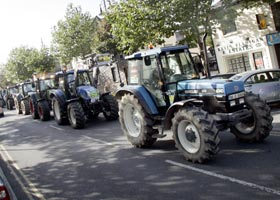 FALLING INCOME: Farmers held a series of protests around the country on Monday