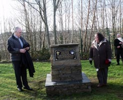 Paddy and Mary Love unveil the Memorial