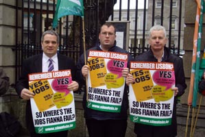 Aengus Ó Snodaigh TD, Councillor Seamus McGrattan, and Councillor Seán Crowe were part of a Dublin Sinn Féin-organised protest outside Leinster House on Wednesday protesting the government's inaction on unemployment